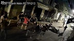 Hàng chục người mai phục, đuổi đánh 5 tên trộm xe máy lúc 1 giờ sáng