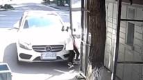 Mẹ lái xe đạp nhầm chân ga tông gãy chân con gái