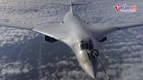 Xem máy bay ném bom Nga tiếp liệu ngoạn mục ở tốc độ 600km/h