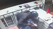 Trộm đột nhập cửa hàng y tế, dùng xà beng phá tủ đựng tiền