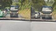 Đường tắc, xe ben lấn làn ngược chiều bị ô tô ép lùi hàng chục mét