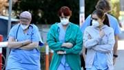 Người dân ra ban công vỗ tay đồng loạt cổ vũ y bác sĩ chống dịch