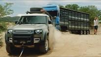 Sức kéo phi thường của Land Rover Defender giải cứu xe tải nặng 20 tấn