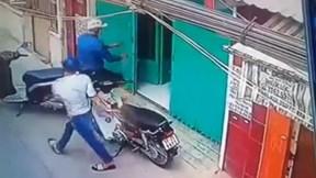 Lợi dụng chủ vắng nhà, trộm cắt khóa cổng lấy cắp xe máy giữa ban ngày
