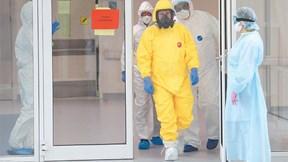 TT Nga Putin 'lên đồ' bảo hộ, thăm bệnh viện điều trị bệnh nhân Covid-19