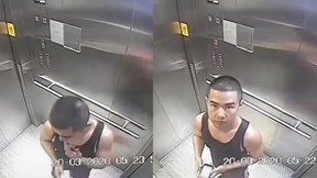 Người đàn ông mút tay, bôi khắp thang máy giữa bão Covid-19