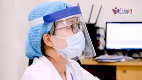Bác sỹ tự làm mũ kính phòng Covid-19 giá 4.000 đồng
