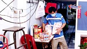 Hàng ngàn suất quà gửi tặng người bán vé số giữa dịch Covid-19