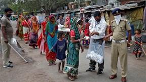 Ấn Độ: 1 ca tử vong vì Covid-19, triệu người ở khu vực 'bom hẹn giờ' lo sợ