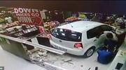 Ô tô 'điên' lao vào cửa hàng cây xăng, 3 người thoát chết may mắn