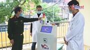 Robot chăm bệnh nhân nghi nhiễm Covid-19 trong khu cách ly Hà Nội