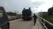 Cảnh sát Indonesia phun 20 tấn chất khử trùng trên khắp phố