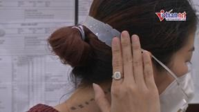 Hàng ngàn tai giả 'giải cứu' y bác sĩ khỏi đau tai khi đeo KT nhiều giờ