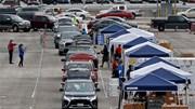 Mỹ: Biểu tình đòi dỡ lệnh cách ly, hàng nghìn xe xếp hàng chờ đồ cứu trợ