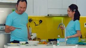 Thu Trang khiến chồng và con trai hoang mang khi vào bếp