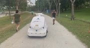 Xem robot tuần tra công viên Singapore đảm bảo giãn cách chống Covid-19