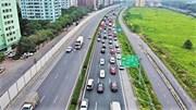 CSGT căng dây phân làn đón hàng nghìn ô tô xếp hàng về Hà Nội
