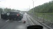 Ô tô vượt ẩu húc xe phía trước bay vào lan can đường cao tốc