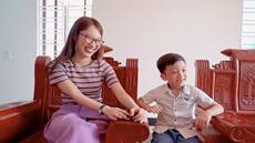 'Thần đồng 6 tuổi' Quang Bình đọ tiếng Anh với Khánh Vy 'biết 7 ngoại ngữ'