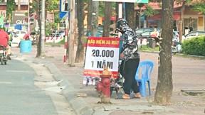 Theo chân PV đi mua bảo hiểm xe máy giá 20.000 đồng/ năm
