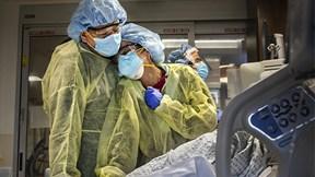 Phút sinh ly tử biệt của bệnh nhân Covid-19 trong vòng tay gia đình