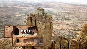 Nhà thờ trên đỉnh núi ở Ethiopia: Con đường hành hương 'dễ đi khó về'