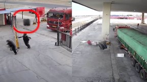 Cặp lốp xe tải bay qua cổng 'hạ gục' cột bơm xăng, 3 người thoát chết