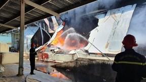 Khói lửa bao trùm xưởng sản xuất nệm gần 5 tiếng, thiệt hại 10 tỷ