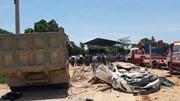 Khoảnh khắc xe chở đất đè bẹp xe con, khiến 4 người thương vong