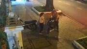 Hai thanh niên đánh lạc hướng cô gái rồi trộm xe trong tích tắc