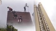 Sốc cảnh 4 em nhỏ chơi đùa trên mái nhà chung cư 32 tầng