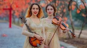 Tình yêu Việt Nam của hai bông hồng Nga hát du ca trên phố