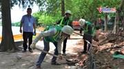 Công nhân đội nắng 40oC thi công kè hồ Hoàn Kiếm