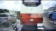 Xe khách liên tục chèn ép, không cho xe cứu thương vượt cả đoạn đường dài