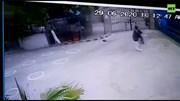 Khoảnh khắc khủng bố xả súng tấn công vào sở giao dịch chứng khoán Pakistan