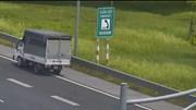 Nữ tài xế xe tải mạo hiểm chạy lùi 1km trên cao tốc Hà Nội – Hải Phòng