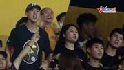 Đình Trọng cùng bạn gái hào hứng cổ vũ Hà Nội FC đấu Viettel