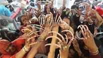 Niềm đam mê 'rợn người' của Hội Nữ thần móng tay dài