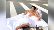 Cặp đôi mặc hớ hênh, chụp ảnh cưới giữa lòng đường khiến dân mạng bất bình
