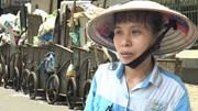 Bức xúc rác thải ùn ứ khắp Hà Nội, nữ vệ sinh môi trường kể bị tấn công