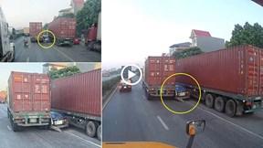 Ô tô 4 chỗ bị 'kẹp' giữa 2 xe container, QL5 ùn tắc kéo dài