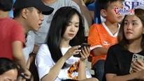 Bạn gái Đức Chinh xuất hiện xinh đẹp cổ vũ SHB Đà Nẵng - Viettel