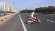 Hàng loạt xe quay đầu bỏ chạy khi thấy CSGT trên Đại lộ Thăng Long