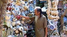 Người đàn ông 40 năm sưu tầm hơn 1 vạn món đồ cổ gắn khắp nhà