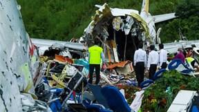 Ít nhất 17 người thiệt mạng trong vụ máy bay Ấn Độ vỡ làm đôi