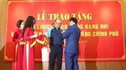Khoảnh khắc xúc động khi HLV Park nhận Huân chương Lao động hạng Nhì