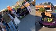 Bị phạt vì bán dạo dưa hấu trên siêu xe Lamborghini
