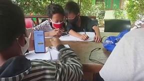 Không có tiền nối mạng, học sinh Indonesia gom rác thải đổi lấy wifi