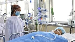 Cấp cứu bệnh nhân sốc mất máu vì bị xe lu cán dập nát đùi