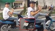 Lái xe máy bằng chân, nam thanh niên đùa cợt bất chấp nguy hiểm